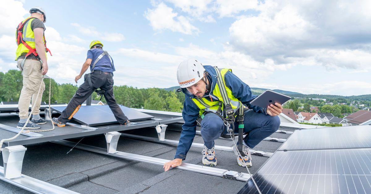 Otovo-sertifiserte installatører. Vi har de beste installatørene til dine solcelletakstein og solcellepaneler.