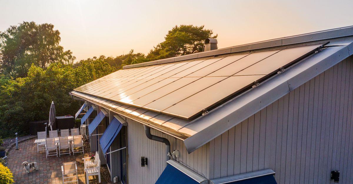 Du kan få billige solceller på Otovo. Vi gir deg gode priser. Vi kobler deg til lokale installatører i ditt område.