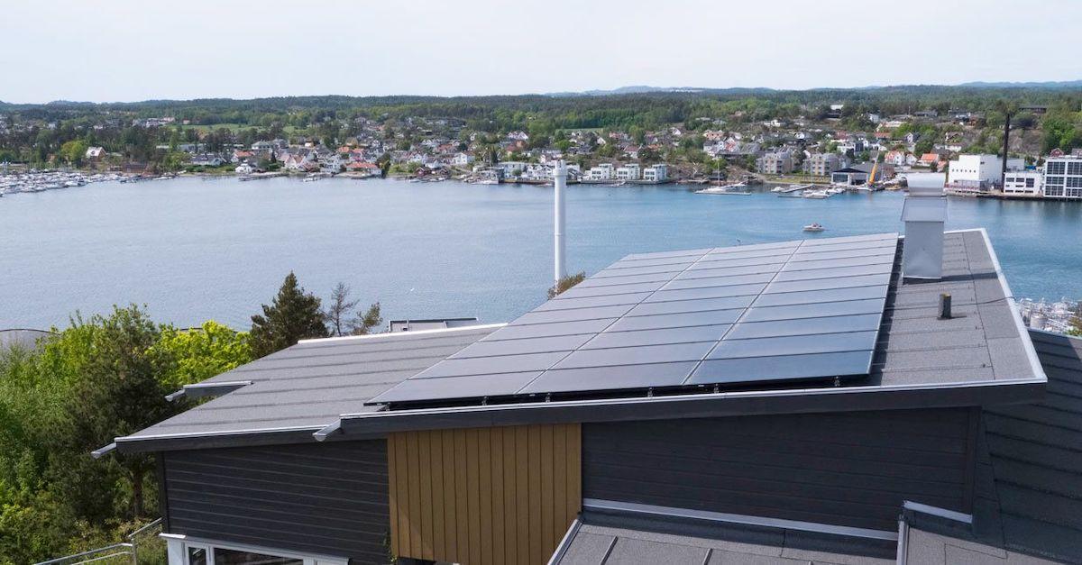 De fleste kan ha solcellepanel på tak. Sjekk hvor mye strøm du kan produsere på taket på våre sider.