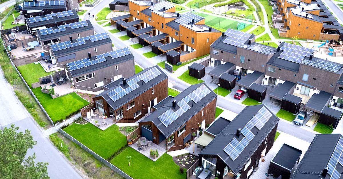 Sjekk hvor mye strøm taket ditt har produsert i Otovo sin app. Vi har enkel installasjon av solceller til boligtak.